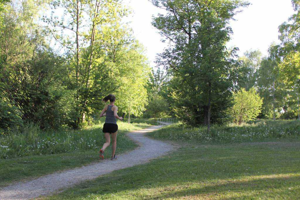 Lenkkeily, kävellen tai juosten, on mahdollisuus viettää ihana tuokio luonnossa.
