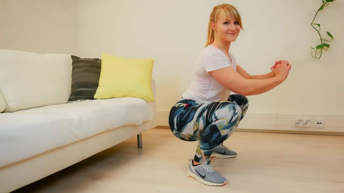 Näin saat pyöröpepun kotikonstein – 4 liikkeen tehotreeni antaa pakaroihin voimaa ja muotoa